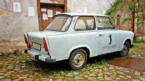 Blått ljus - gråa Trabant 601 Arkivfoton