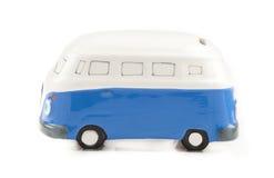 Blått målad bussleksak I Arkivfoto