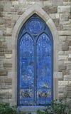 Blått målat glasskyrkafönster Royaltyfri Foto