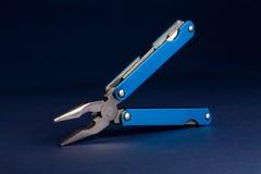 blått mång- hjälpmedel arkivfoto