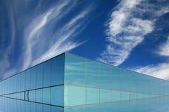 blått modernt byggnadsexponeringsglas royaltyfri foto