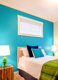 Blått och grönt sovrum för slags tvåsittssoffa tolkning 3D av ett kontorsutrymme Royaltyfri Foto