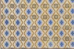 Blått och guling glasade tegelplattor royaltyfri foto