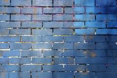 Blått och lilor målad bakgrund för tegelstenvägg Arkivbild
