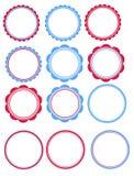 Blått och röda etiketter Arkivfoto