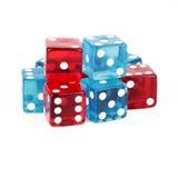 Blått och rött pokertärningutklipp Arkivbild