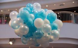 Blått- och vitballonger Royaltyfria Foton