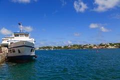 Blått- och vitfärja i Bermuda Royaltyfri Fotografi