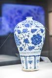 Blått och vitt porslin för kinesisk sångdynasti Fotografering för Bildbyråer