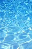 blått pölvatten för bakgrund Royaltyfria Bilder