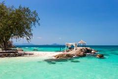 Blått paradis för öde ö i phuket, Thailand royaltyfri foto