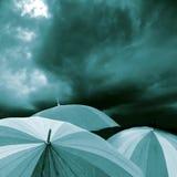 blått paraply Fotografering för Bildbyråer