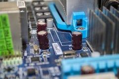 Blått PCmoderkort för makro i detalj arkivbild