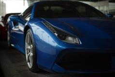 Blått slut för Ferrari 488 spindel upp Arkivbilder