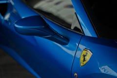 Blått slut för Ferrari 488 spindel upp Royaltyfria Bilder