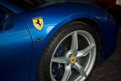 Blått slut för Ferrari 488 spindel upp Royaltyfri Foto