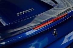 Blått slut för Ferrari 488 spindel upp Royaltyfri Bild