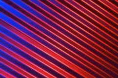 Blått som är röda och svart metallvägg Royaltyfri Foto