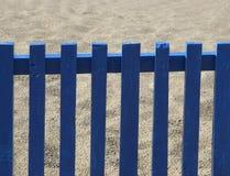 blått staket Arkivbild