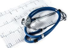 Blått stetoskop- och sjuksköterskalock Arkivbild