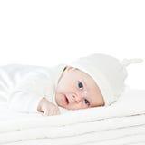 Blått synar behandla som ett barn pojken på vithanddukar Fotografering för Bildbyråer