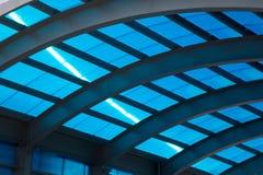 Blått tak med stålkonstruktion Royaltyfria Foton