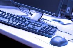 blått tangentbordfoto arkivfoto