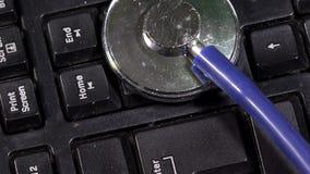 blått tangentbordstetoskop Datordiagnostikbegrepp lager videofilmer