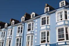Blått terrasserade hus Royaltyfria Bilder