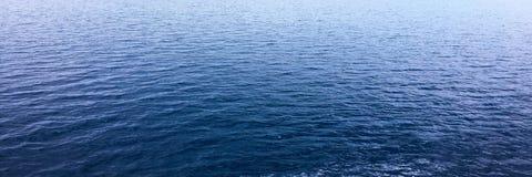 blått texturvatten Hav för blått vatten för bakgrund Arkivfoto