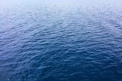 blått texturvatten Hav för blått vatten för bakgrund Royaltyfri Foto