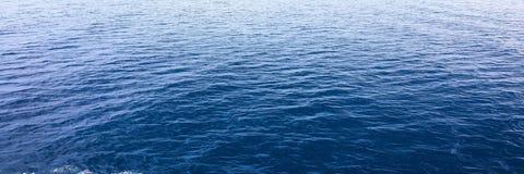blått texturvatten Hav för blått vatten för bakgrund Royaltyfri Bild