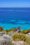 Blått vatten av det ionian havet, nära Agios Nikitas Village, Lefkada Royaltyfri Bild