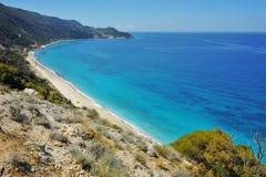 Blått vatten av det ionian havet, nära Agios Nikitas Village, Lefkada Fotografering för Bildbyråer