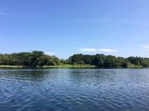 Blått vatten av floden Cauvery Arkivfoton