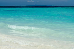 Blått vatten av hav- och vitsanden, Similan öar, Thailand Fotografering för Bildbyråer