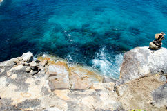 Blått vatten av havet i siktspunkt av Koh Tachai, Similan öar, Thailand Fotografering för Bildbyråer