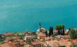 Blått vatten av laken Como royaltyfri fotografi