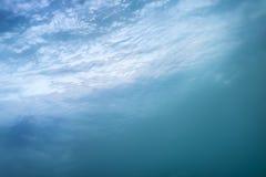 blått vatten för bakgrund Fotografering för Bildbyråer