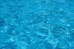 blått vatten för kantpölsimning fotografering för bildbyråer