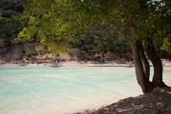 Blått vatten för sjögolf Arkivfoto