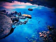 Blått vatten som visar plats av himmel arkivfoto