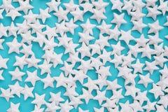 Blåttbakgrund med stjärnor Arkivfoto