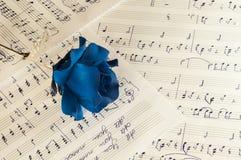 Blåttros och musikanmärkningarna Arkivbilder