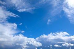 Blåttskybakgrund Arkivfoto