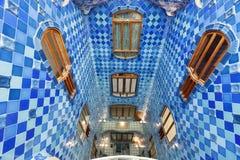Blåtttegelplattor i nterior av casaen Batllo Royaltyfria Bilder
