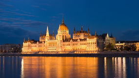 Blåtttimme som skjutas av ungerska parliamen Arkivbilder