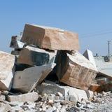 Blöcke des weißen Marmors in Rajasthan, Indien Lizenzfreie Stockfotografie