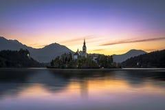 Blödd gryning av sjön royaltyfria foton