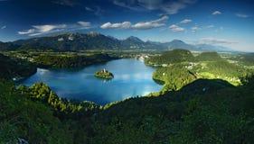 Blödd sjö i Julian Alps, Slovenien. Fotografering för Bildbyråer